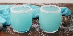 Legg revet hodekål i stekepannen og bland med 3 ingredienser - resultatet får meg til å skrike etter mer Fruit Drinks, Party Drinks, Fruit Smoothies, Alcoholic Drinks, Protein Smoothies, Cocktails, Blue Curacao, Vodka Slushies, Frosty Recipe
