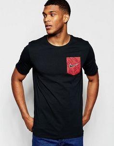 Nike - T-shirt avec poche à imprimé palmiers 739362-010