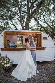 summer wedding ideas for a mini bar at your cocktail hour