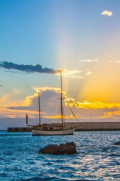 """See 137 photos and 4 tips from 748 visitors to Agaete. """"Very beautiful town with no beach though :>"""" Sail Boats, Canario, Totally Awesome, Sunrises, Acrylic Art, Nature Pictures, Beautiful Landscapes, Sailing Ships, Bodies"""