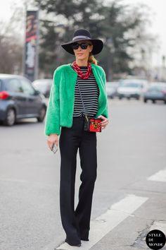 #Eco-pelliccia verde in contrasto con gli #accessori rossi ecco come rendere colorato un #outfit nero. #fashion