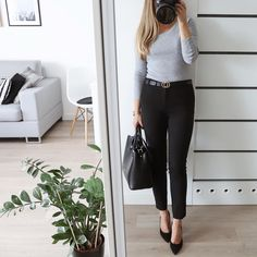 Dzień dobry! Totalnie najzwyklejsza szara bluzka z długim rękawem i cygaretki - mój strój na poniedziałek#office#work#attire Office Outfits Women, Summer Outfits Women, Plus Size Business, Business Women, Classy Business Outfits, Black Jeans Outfit, Pants For Women, Clothes For Women, Professional Women