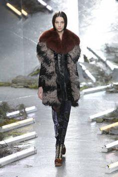 Rodarte – New York Fashion Week 2015 – die Shows sind in vollem Gange. flair zeigt Ihnen die besten Looks der besten Kollektionen – Stay tuned...