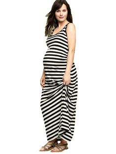 Maxi dresses help you stay cool and comfortable during your pregnancy in the hot summer months.