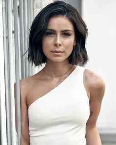 Lena Meyer-Landrut German Singer 10 fashion trends for summer 2019 – 10 fashion trends for summer … – # for trends # hair length advice What's sparkling in your hair? Last year, golden tattoos still flashed on tanned skin, now they beautify the hair. Short Hair Wigs, Short Hair Styles, Summer Hairstyles, Wig Hairstyles, Black Leather Skirt Outfits, Stylish Short Hair, Celebrity Hair Colors, Womens Wigs, Silky Hair