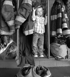 May - the boys at the fire station American Firefighter, Firefighter Family, Firefighter Pictures, Firefighter Wedding, Pic Pose, Picture Poses, Picture Ideas, Photo Ideas, Children Photography