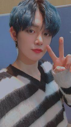 Kpop, Rapper, V Bts Cute, Foto Gif, Neon Hair, Sunflower Wallpaper, Poses For Men, Korea, My Little Baby