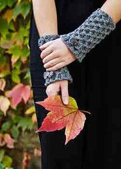 Pulsvarmere i smockstrikning strikkeopskrift Fingerless Gloves, Arm Warmers, Smocking, Mittens, Knitwear, Pink, Crafts, Woman, Design