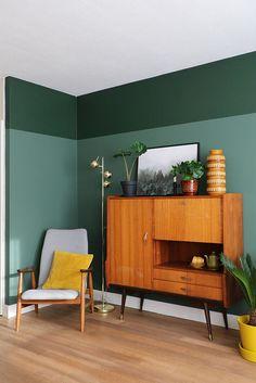 MY ATTIC / Flexa Pure paint / green wall / groen / vintage interior / livingroom Photography: Marij Hessel interiorlivingroom Home Interior, Living Room Interior, Living Room Decor, Interior Livingroom, Interior Paint Design, Interior Decorating, Color Interior, Living Room Green, Living Room Paint