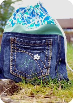 Great way to use an old pair of jeans...These would make amazing bags for our busy bags!