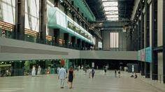 en el tate modern,se ve como se juega con estos tres materiales:vidrio,concreto y acero,,ademas de un amplio pasillo y techos altos,dandonos la sensacion de grandeza al estar dentro.
