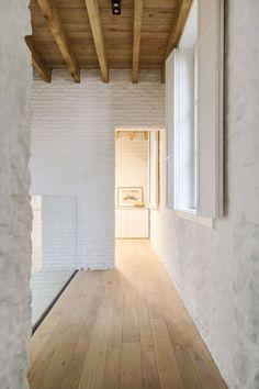 Architect: Michiel Van Raemdonck www. Architecture Details, Interior Architecture, Interior Design Minimalist, Japanese Interior, Mid Century House, Interior Exterior, Architectural Digest, Modern Rustic, Home Deco