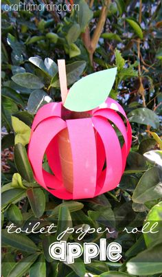 DIY Apple Toilet Paper Roll Craft #Fall craft for kids | CraftyMorning.com