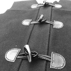 #cascadedufflecoat work in progress I've just sewed toggle buttons by hand...it took long but it worth it! I like how it's coming out!  |  Ho appena cucito gli alamari a mano...ci è voluto un sacco ma ne è valsa la pena! Mi piace come sta venendo  #isew #cucito #cucitoitaliano #sartoria #sewing #montgomery #montgomerystylist #dufflecoat #imakemyownclothes…