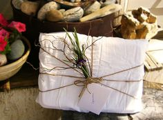 Use flowers, herbs, small dried tree branches for a beautifully smelling present.nature is always elegant Wedding Gift Wrapping, Creative Gift Wrapping, Christmas Gift Wrapping, Creative Gifts, Wedding Gifts, Unique Gifts, Wrapping Ideas, Holiday Gifts, Colors