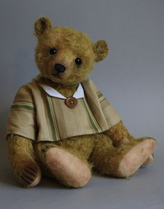 """Barnabus a 17"""" antique style bear by  Victoria Allum of Humble Crumble Bears - www.victoriaallum.co.uk"""