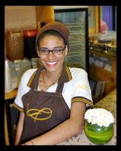 Hoy queremos agradecer a Oriana una joven y talentosa chica entusiasta amante del café;  su paso por la gran #FamiliaAroma. Le deseamos el mayor de los éxitos  en sus nuevos proyectos. Nos deja su carisma su sonrisa y su cordialidad sin duda atributos grandiosos que todo ser humano debe poseer. Muchas felicidades de parte de la gran familia #AromaDiCaffé