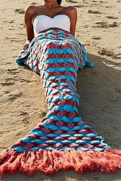 Chic Quality Wool Knitting Fish Scale and Tassel Design Mermaid Shape Blanket Crochet Mermaid Blanket, Crochet Mermaid Tail, Mermaid Tail Blanket, Mermaid Tails, Mermaid Blankets, Crafts To Do, Yarn Crafts, Knitting Projects, Crochet Projects