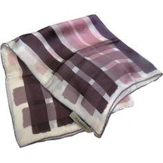 BURBERRY,vintage,scarf,carré,soie,foulard,burberryaccessoire,vintageluxury,luxeoccasion,sciarpa,seidentuch,bufanda,scarf