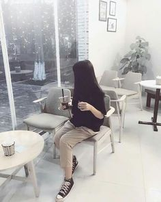Save = Follow me ♡ #Zin ♡¿ You Are Beautiful, Ulzzang Girl, Floor Chair, Blouse Designs, Free, Womens Fashion, Pretty, Furniture, Supreme
