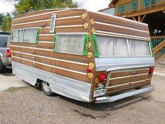 vintage trailer | Vintage Travel Trailer à la Log Cabin | Motornomadics