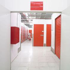 Alquilo almacen/local no comercial de 25 m2 en Sabadell económico   •Cámaras de seguridad •Acceso 24 horas todos los dias del año •Sin estancia mínima •Recepciones de mercancía •Parking privado clientes •Zonas de carga y descarga