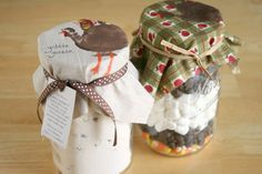 My love of things-in-mason jars requires me to share this idea from Craftzine. Learn to make these Thanksgiving mason jar toppers for HERE at Craftzine, a perfect hostess gifts for the big day. Edible Crafts, Jar Crafts, Decor Crafts, Fall Crafts For Kids, Craft Activities For Kids, Family Crafts, Kids Crafts, Mason Jar Thanksgiving Centerpieces, Mason Jar Gifts