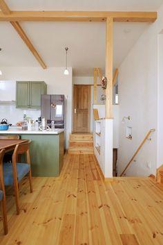 【アイジースタイルハウス】階段。廊下の一部を腰壁にして、より広い空間を確保 『見せる柱&梁』の意匠効果も抜群!