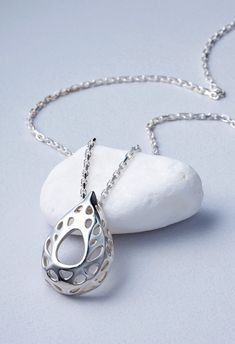 http://www.3ders.org/articles/20140807-jeweldistrict-uses-3d-printing-and-molding-to-make-beautiful-jewelry.html