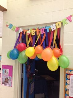 Teacher Birthday Idea or anyone for that matter.Balloons taped to streamers. Teacher Birthday, Birthday Fun, 1st Birthday Parties, Birthday Ideas, Birthday Balloons, Birthday Balloon Surprise, Birthday Morning Surprise, Halloween Birthday, Birthday Celebration