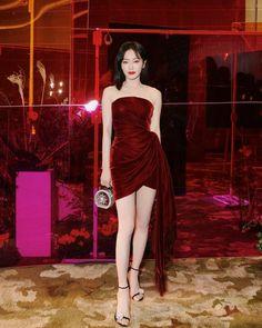 Korean Fashion Dress, Ulzzang Fashion, Kpop Fashion Outfits, Edgy Outfits, Classy Outfits, Pretty Outfits, Pretty Dresses, Beautiful Dresses, Fashion Dresses