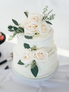 white two tier wedding cake http://trendybride.net/windemere-farms-towanda-kansas-wedding/ {trendybride}