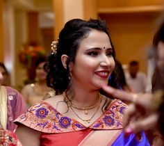 All Ethnic Customization with Hand Embroidery & beautiful Zardosi Art by Expert & Experienced Artist That reflect in Blouse , Lehenga & Sarees Designer creativity that will sunshine You & your Party Worldwide Delivery. Simple Blouse Designs, Saree Blouse Neck Designs, Stylish Blouse Design, Dress Neck Designs, Kurti Neck Designs, Designer Blouse Patterns, Blouse Models, Whatsapp Messenger, Wedding Blouses