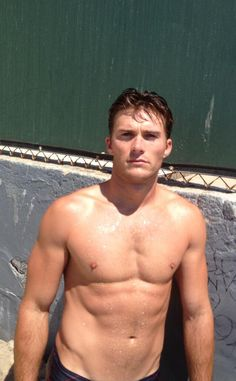 Clint's son Scott Eastwood looks sexy in his latest shirtless pics!