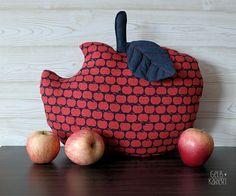 Nähanleitung Apfelkissen | Kissen nähen mit Anleitung und Vorlage | Apfel nähen | Nähideen für den Herbst | Herbstdeko | Kuschelkissen | Gelbkariert Blog