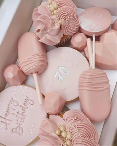 Chocolate Hearts, Chocolate Gifts, Chocolate Molds, Chocolate Dipped, Baking Business, Cake Business, Chocolate Covered Treats, Chocolate Covered Strawberries, Cake Pop Decorating