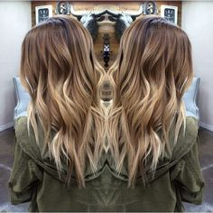 Look gorgeous during the festival season in a stylish blonde balayage hairdo. Go through our trendsetting balayage hairstyles of 2018 for more ideas. Blonde Balayage Highlights, Hair Color Balayage, Balayage Ombre, Balayage Hair Light Brown, Blonde Balayage Long Hair, Baylage Blonde, Balyage Hair, Caramel Highlights, Balayage Hair Tutorial