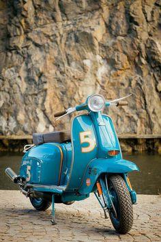 Love this color combination on this Lambretta. Piaggio Vespa, Lambretta Scooter, Scooter Motorcycle, Vespa Scooters, Moto Bike, Motorcycle Outfit, Motorcycle Quotes, Triumph Motorcycles, Vintage Motorcycles