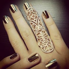 There is 1 tip to buy jewels, gold jewelry, ring, gold mid finger rings. Gold Nail Polish, Gold Nails, Metallic Nails, Metallic Gold, Chrome Nails, Gold Glitter, Gold Manicure, Bling Nails, Bling Bling