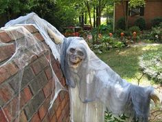 chloes inspiration outdoor halloween decorating - Scary Decorations For Halloween Homemade