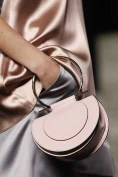 See detail photos for Salvatore Ferragamo Spring 2018 Ready-to-Wear collection. ** For more information, visit image link. Salvatore Ferragamo, Givenchy, Creative Bag, New Handbags, Ladies Handbags, Beautiful Bags, Mini Bag, Fashion Bags, Milan Fashion