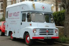 Morris Classic Trucks, Classic Cars, Handmade Ice Cream, Food Vans, Old Lorries, Ice Cream Van, Old Commercials, Vintage Ice Cream, Bicycle Bag