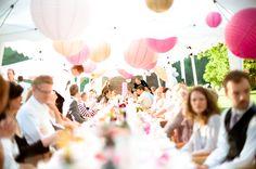 Wir lieben Pom Pom´s! Hochzeitsdekoration mit Farbe ~ Herzlich Willkommen, happyconfetti.de!