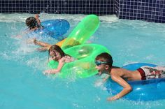 floatie race swimming pool games for kids swimming pool party games Sleepover Party Games, Beach Party Games, Pool Party Kids, Birthday Party Games For Kids, Summer Pool Party, Kid Pool, Pool Fun, Summer Fun, Water Party