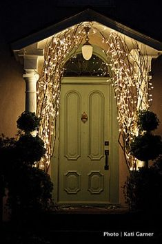 Add a red wreath to the door and PERFECT! Fab Forties Christmas Lights / Sacramento Press