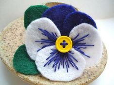fleurs en feutrine, fleur en textile                                                                                                                                                                                 Plus
