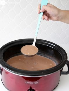 To Make Incredible Hot Chocolate.In Your Crockpot! · Jillee Best Ever Creamy Crockpot Cocoa. This is sooo good! Everyone loved it and asked for seconds.Best Ever Creamy Crockpot Cocoa. This is sooo good! Everyone loved it and asked for seconds. Christmas Party Food, Christmas Brunch, Christmas Breakfast, Christmas Treats, Christmas Baking, Christmas Eve, Xmas Party, Holiday Parties, Xmas Holidays