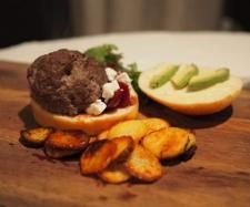 Recipe Warnie Burger ( based on Jamie Oliver Botham Burger) by rikben, learn to make this recipe easily in your kitchen machine and discover other Thermomix recipes in Main dishes - meat. Meat Recipes, Cooking Recipes, Peeling Potatoes, Food Test, Jamie Oliver, Beetroot, Tray Bakes, Main Dishes, Beef