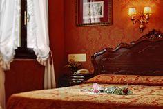 Antica Locanda Sturion - Cozy Hotel on Rialto Bridge