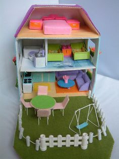 Cardboard Dollhouse, Cardboard Toys, Diy Dollhouse, Cardboard Houses, Victorian Dollhouse, Modern Dollhouse, Felt Diy, Felt Crafts, Diy Crafts